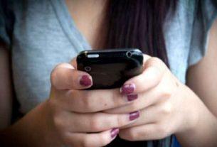 obscene message on girl mobile