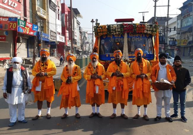 sonipat nagar kirtan taken out in the city before gurunanak prakash festival